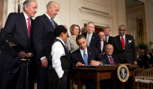 Obama_signs_health_care-20100323[1]