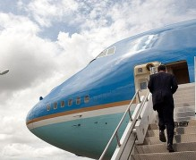 640px-Barack_Obama_boards_Air_Force_One_at_Piarco_International_Airport_4-19-09